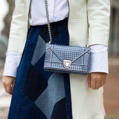 "@martinaritter no Instagram: ""| detalhes do look: bolsa metalizada + saia patchwork!! Duas trends super fortes  #martinaemmilao #lookdodia #mylook #style #fashion #streetstyle #lookoftheday  @theoutsiderblog |"""