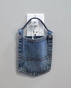 20 Ways to Upcycle Blue Jeans - Diy Projects Jean Crafts, Denim Crafts, Upcycled Crafts, Blue Jeans, Jean Diy, Artisanats Denim, Denim Ideas, Creation Couture, Old Clothes