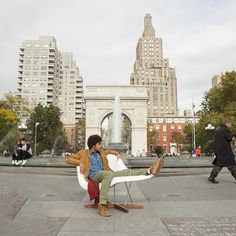 Check out this #newyorker relaxing in our La Chaise designed by Ray and Charles Eames #NYC today!! #streetseats #eames #lachaise #modern #midcentury #mcm #midcenturymodern #iconic #designer #seat #chaise #furniture #furnitureporn #ny #moma #charlesandrayeames #white #fiberglass #reproduction