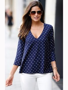 Models of blouses that are using bag models blusas, blusas d Style Casual, Casual Tops, Casual Outfits, Fashion Outfits, My Style, Womens Fashion, Fashion Shirts, Top Chic, Winter Typ