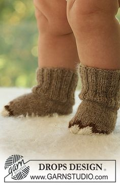 Baby Drops 18-18, Knitted booties in Drops Alpaca
