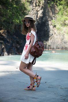 Lovely Pepa - Sandalias Omahas de Gioseppo. Sandalias de pompones. Greek sandals.