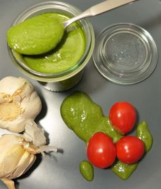 Low Carb Self-made Basilicum Pesto - selbstgemachtes Low Carb Basilikum Pesto mit Parmesan
