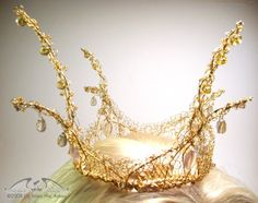 This crown is SOOOO Princess Bride. I stare at it longingly.