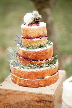 Naked rustic wedding cake Photography by Naomi Kenton Photography / naomikenton.co.uk #wedding #cake