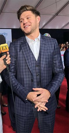 November Niall on the AMAs red carpet Niall Horan News, Niall Horan Baby, Naill Horan, Soccer Aid, William Moseley, Irish Baby, One Direction Harry, King Of My Heart, Daniel Gillies