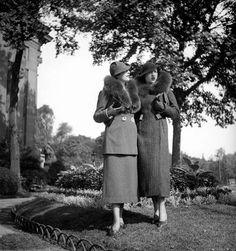 Ensembles Vera Borea. Paris, août 1934.     LIP-51801