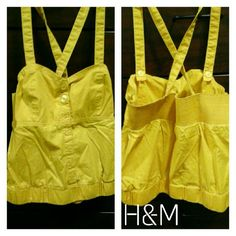 ♦SUMMER SALE♦ H&M crop tank Criss-cross strap detail / It has adjustable straps, you can wear it strapless or with the straps. / Front button closure. True to size. 96% cotton, 4% Spandex. H&M Tops Tank Tops