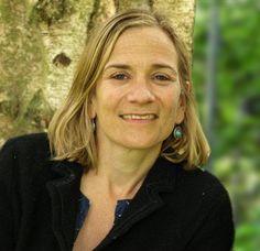 Tracy Chevalier FRSL é um romancista histórico British American. Ela tem escrito oito romances. Ela é mais conhecida por seu segundo romance, menina com um brinco da pérola, que foi adaptado como um filme de 2003 estrelado por Scarlett Johansson e Colin Firth