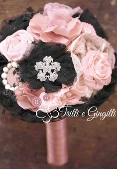 Bouquet gioiello rosa e nero. Alternative bouquet with fabric flowers pink and black. #bouquet #wedding
