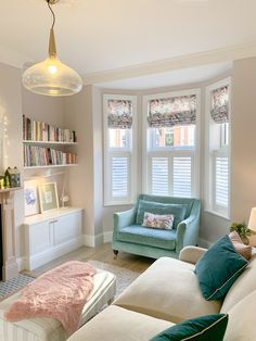 Victorian Living Room, Cottage Living Rooms, New Living Room, Living Room Interior, Home And Living, Living Room Decor, Living Room Inspiration, Home Decor Inspiration, Cafe Style Shutters