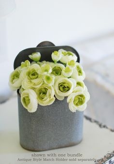 Ranunculus Bouquet in Cream Bonsai, Rose Bush Care, Evergreen Groundcover, Ranunculus Bouquet, Purple Bouquets, Flower Bouquets, Hardy Perennials, Types Of Flowers, Flower Centerpieces