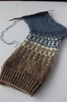 Ravelry: Soxx No. 12 pattern by Kerstin Balke Crochet Mitts, Crochet Slouchy Hat, Crochet Yarn, Knitted Hats, Knitted Slippers, Crochet Granny, Free Crochet, Fair Isle Knitting, Free Knitting