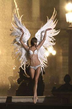 Karlie Kloss – Victoria's Secret Lingerie Photoshoot Candids in Paris September 2013