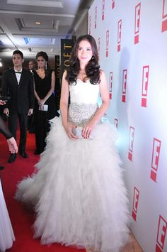 MANILA, Philippines - Several Kapamilya stars channeled their inner princesses as they wore intricately designed white dresses at the recently held Star Magic Ball, touted as ABS-CBN's own version of the JS Prom. Js Prom, Star Magic Ball, Maja Salvador, Trendy Fashion, Fashion Beauty, Marian Rivera, Filipina Actress, Liza Soberano, Billboard Music Awards