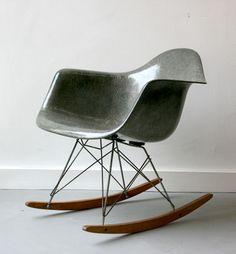 RAR Rocking armchair Eames (oui, on peut rêver et gris charcoal ou elephant grey s'il vous plait !)