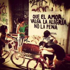 Que el amor valga la alegria no la pena ---- Accion poetica