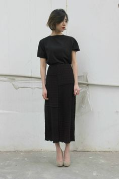 black skirt and tshirt // Elegant casual outfit Clothes For Summer, Mode Style, Style Me, Looks Street Style, Asian Street Style, Inspiration Mode, Looks Vintage, Mode Outfits, Skirt Outfits