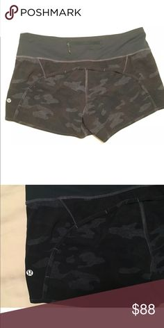 Lululemon camo shorts Sz 8 Great condition cheaper through 🅿️🅿️ lululemon athletica Shorts