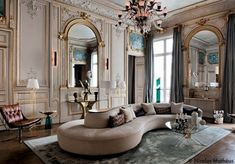 French style effortless chic interiors with modern french style colorful eccentric houses in kaleidoscope gestalten book Classic Home Decor, Classic Interior, Luxury Interior, Interior Architecture, Interior Design Living Room, Living Room Designs, Gebogenes Sofa, Luxury Hotel Design, Apartment Design