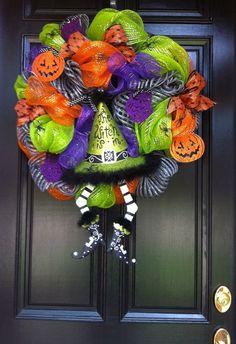 Halloween Mesh Wreath Adorable Halloween Wreath Decor #halloween #mesh #wreath #decor www.loveitsomuch.com