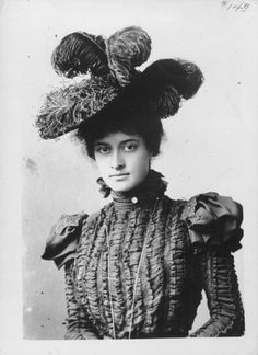 Princess Ka'iulani in San Francisco, circa 1897. Wiktoria Kawēkiu Lunalilo Kalaninuiahilapalapa Kaiʻulani Cleghorn (ur. 16 października 1875 w Honolulu, zm. 6 marca 1899) – następczyni tronu Hawajów, rzeczniczka niepodległości Hawajów.