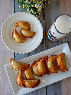 Food for thought: Μανιταροπιτάκια με καραμελωμένα κρεμμύδια και μπλε τυρί