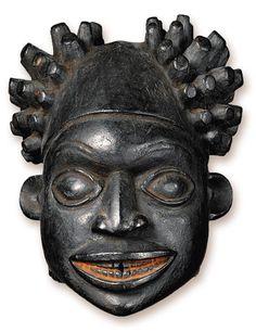 Máscara africana exposta no Musée du Quai Branly. Foto: Patrick Gries/Divulgação
