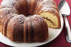 Esponjoso pastel con crema agria para acompañar el café