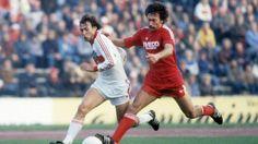 """""""Knallgöwer"""": VfB Stuttgart braucht mal einen dreckigen Sieg! - """"Knallgöwer"""", so sein Spitzname wegen seiner wuchtigen Schüsse, erzielte in der VfB-Historie die meisten Treffer (179 Tore in 338 Pflichtspielen). Das Interview.  Karl Allgöwer in der Saison 1982/1983 im Duell mit Bayern Paul Breitner (r.). Damals noch ein Duell auf Augenhöhe http://www.bild.de/sport/fussball/vfb-stuttgart/vfb-braucht-mal-einen-dreckigen-sieg-39664684.bild.html"""