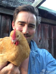 Lee Pace - Jego Ostatnie posty na źródła Weibo (x) . Attractive Male Actors, Lee Pace Thranduil, Celebrity Selfies, One Fine Day, American Actors, The Hobbit, Chicken, Imaginary Boyfriend, King
