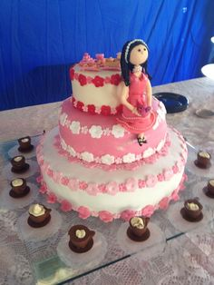 Bolo feito pela Maisa Cerqueira para um chá de panelas. A parte mais alta do bolo é fake para a noiva poder guardar de lembrança.