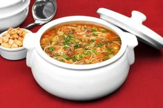 Sopa de carne com macarrão