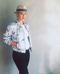 Ela é discreta, mas quando aparece está sempre bem vestida. Então, alguém tinha dúvida de que a Rosie Huntington-Whiteley seria uma grávida com estilo?