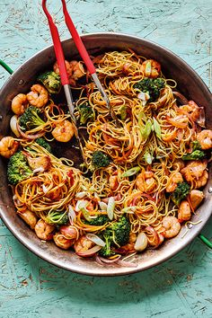 This prawn stir-fry is an odd one for us to include because, prawns, right? We have a hate/hate relationship with the little things here at Chubby Towers. Stir Fry Recipes, Fish Recipes, Seafood Recipes, Dinner Recipes, Cooking Recipes, Recipes With Prawns, Salmon Stir Fry, Prawn Stir Fry, Tasty Vegetarian Recipes