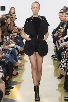 J.W.Anderson Spring 2016 Ready-to-Wear Fashion Show - Nirvana Naves