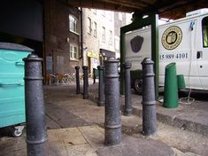 London Curiosities, some amazing facts about London. Did you know that the bollards that look like gentlemen's particulars are actually old French cannons?