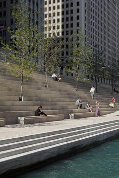 Chicago Riverwalk / Chicago Department of Transportation. Photograph by Kate Joyce Studios