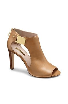 400b4edd9d1565 Discover Chaussures ideas on Pinterest   Shoe, Ankle boots and Black ...