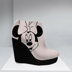 Minnie Mouse, something to make ! Disney Dresses, Disney Outfits, Disney Clothes, Disney Fashion, Minnie Mouse Heels, Mickey Shoes, Crazy Shoes, Me Too Shoes, Disney Heels