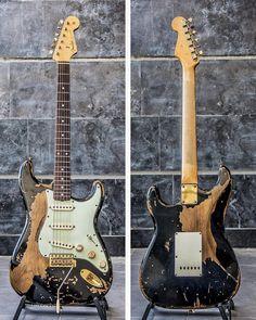Guitar Girl, Guitar Body, Music Guitar, Guitar Amp, Cool Guitar, Fender Stratocaster, Fender Guitars, Fender Vintage, Vintage Guitars