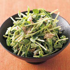 レタスクラブの簡単料理レシピ フレッシュな豆苗が爽やか「豆苗とツナのごまマヨあえ」のレシピです。 Japanese Food, Japanese Recipes, Bento, Spinach, Salad, Dishes, Vegetables, Cooking, Foods