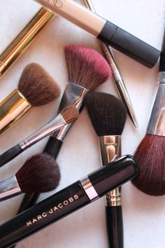 Spring Cleaning: How to Clean your Makeup Brushes Spring Cleaning, Makeup Yourself, Makeup Brushes, Laundry, Beauty, Laundry Room, Paint Brushes, Beauty Illustration, Laundry Rooms