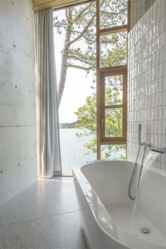 100 Must-See Luxury Bathroom Ideas | Luxury Bathroom Ideas that will open up your horizons as to how innovative bathrooms can get as far as using bathtubs is concerned. Get inspired by a range of bathroom styles that goes from hyper-luxury to the contemporary style. The same for materials for your master bathroom from the finest gold to wood from lacquer to metal | www.bocadolobo.com #bocadolobo #luxuryfurniture #exclusivedesign #interiodesign #designideas #homedecor #homedesign #decor #bath…