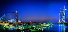 DUBAI - LA CIUDAD DONDE TODO ES POSIBLE  Ubicada en el sureste del Golfo Pérsico, más que una ciudad es una propuesta descomunal de lujo. Perdida en medio del desierto. Rodeada por kilómetros y kilómetros de arena, se levanta una magnífica ciudad sinónimo de elegancia, placer y excesos. Es uno de los siete Emiratos Árabes Unidos y la segunda ciudad más grande después e Abu Dahbi.
