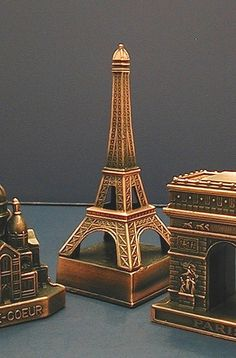 SOUVENIR METAL  BUILDING PARIS LANDMARK EIFFEL TOWER-- centerpieces!!