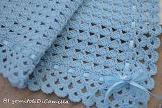 copertina a uncinetto con punto triangolini Crochet Blanket Border, Baby Afghan Crochet, Crochet Blanket Patterns, Baby Knitting Patterns, Knitted Baby Blankets, Camilla, Lana, Crocheting, Hello Kitty