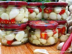 Obżarciuch: Marynowany czosnek z chili Christmas Food Gifts, Kitchen Witch, Preserves, Pickles, Cucumber, Food And Drink, Healthy Eating, Vegetarian, Homemade