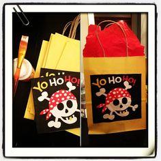 Sac à surprises de pirates fait à la main - pirates surprise bags homemade
