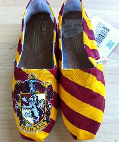 Griffindor toms :D those are evan better than my blue toms lol